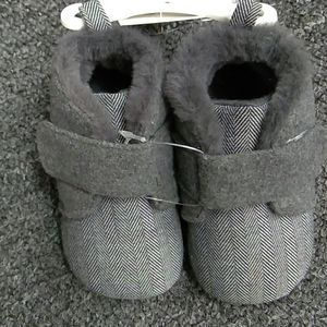 Sz. 6-9M Grey Baby Shoes